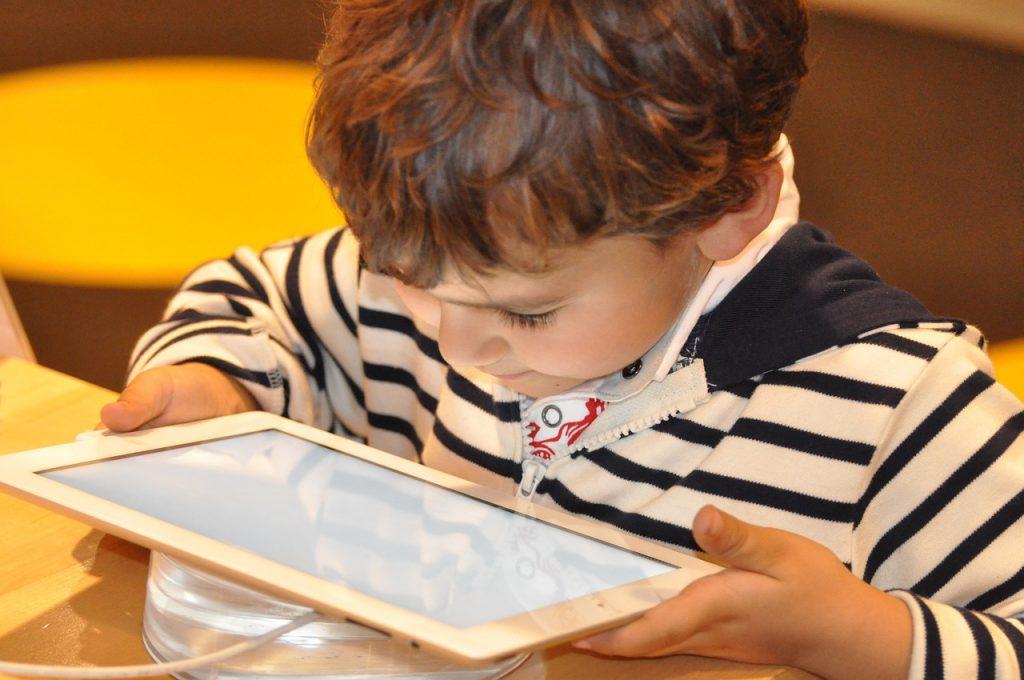 Comment les enfants réagissent-ils face aux nouvelles technos ?